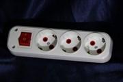 Колодка 3 гнезда с заземлением с кнопкой Fetih 310-00